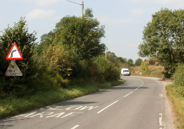 Sign shows bend the wrong way near Triley Mill