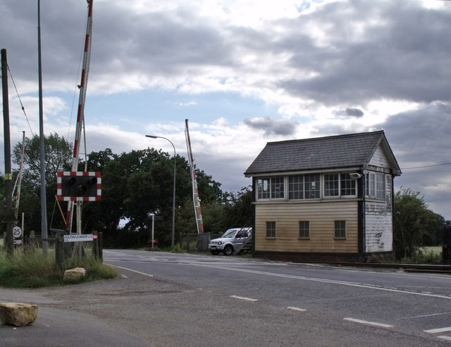 Holton Le Moor Level Crossing and Signal Box