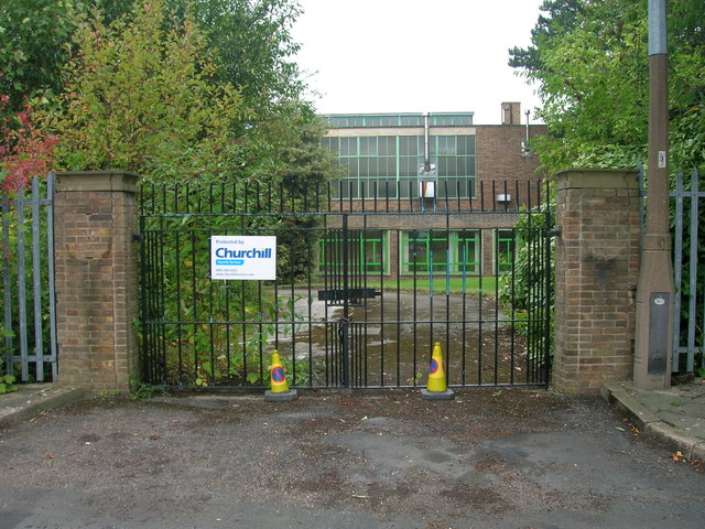 Entrance gates, Sitwell Drive