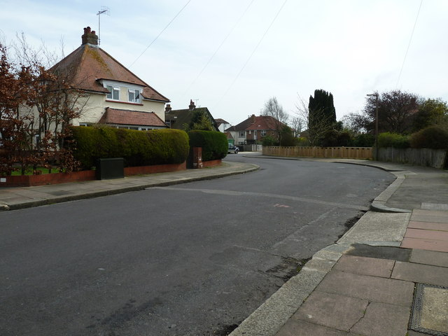 Approaching a bend in Nutbourne Road