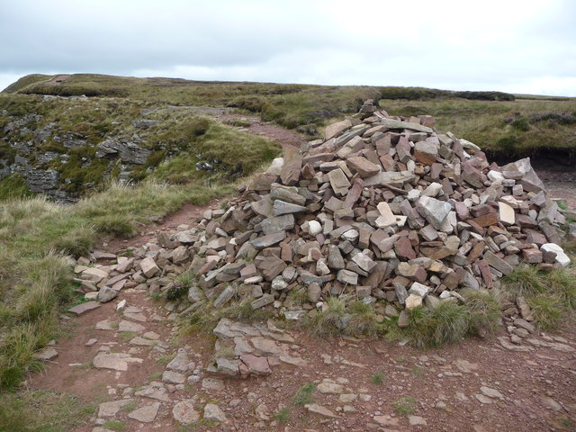 Cairn on the Beacons Way above Cwm Oergwm