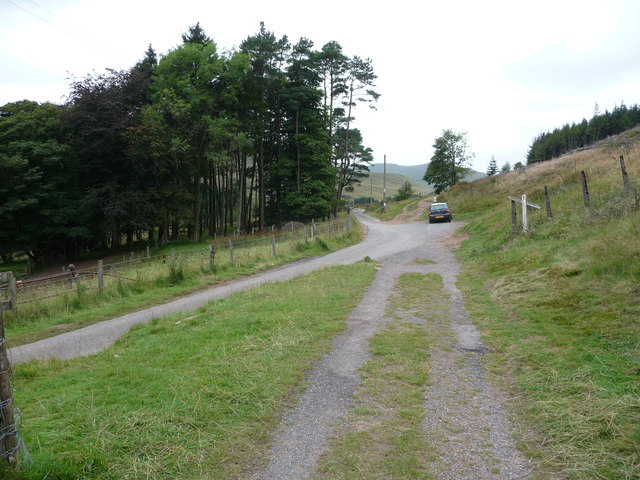 Small pull-in car parking area near the Neuadd Reservoir