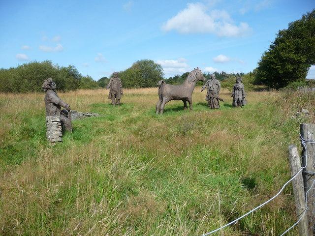 Roadside figures near Penuwch
