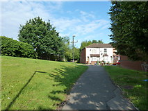 SU4212 : Path from Northumberland Road to Derby Road by Basher Eyre