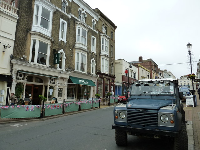 Landrover in Union Street