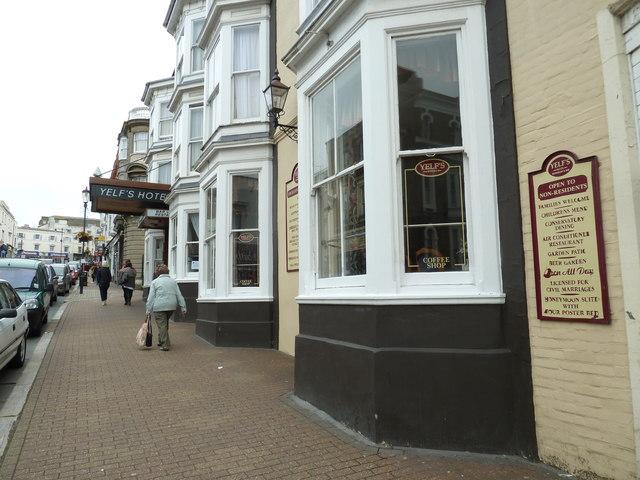Approaching Yelf's Hotel in Union Street