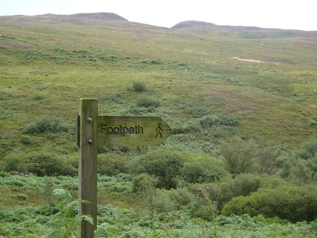 Footpath sign below Castramont Hill