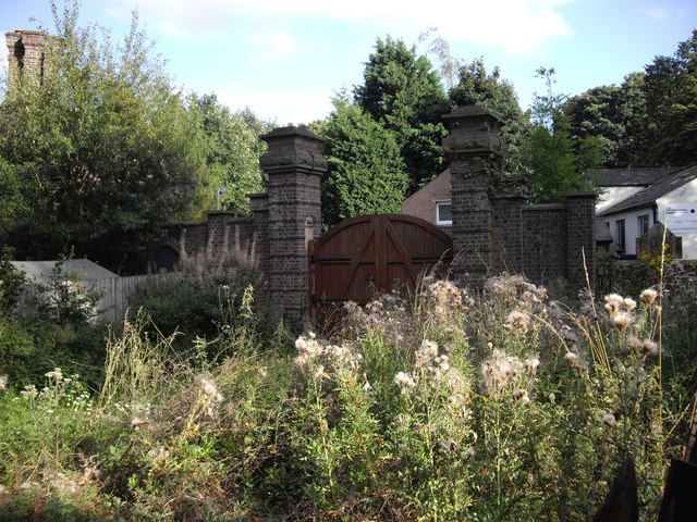 Disused gateway to Markyate Cell