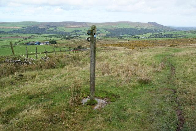 Footpath and bridleway meet above Penlanwynt