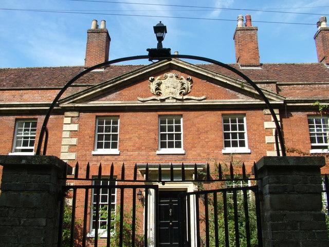 House with crest, Abbey churchyard