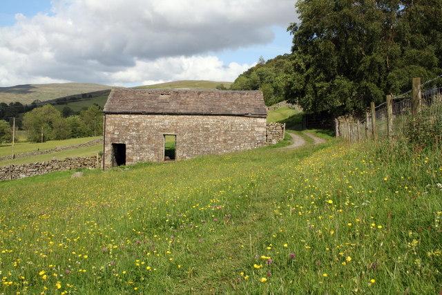 Barn beside Dales Way at Clint
