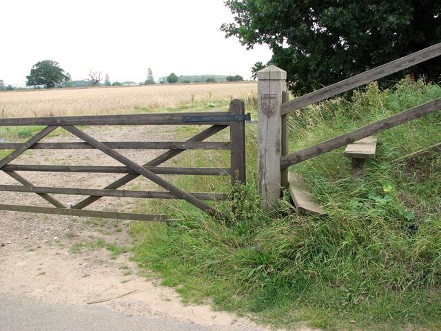 Footpath to Queen Elizabeth Way (A149 road), Castle Rising