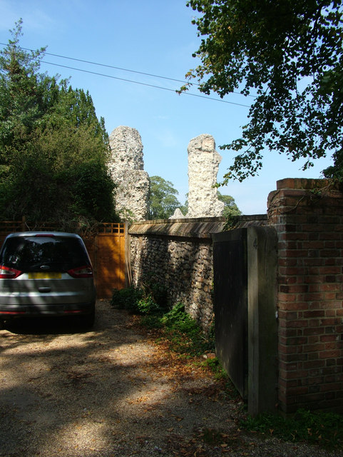 Abbey ruins viewed from the Great Churchyard