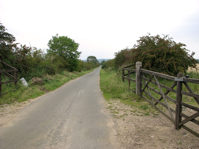 Rural lane from the A148 road to Castle Rising
