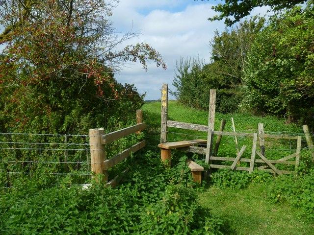 Footpath junction near Tilley's Farm