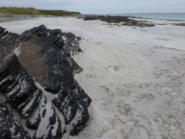 Egilsay: rocks at Manse Beach