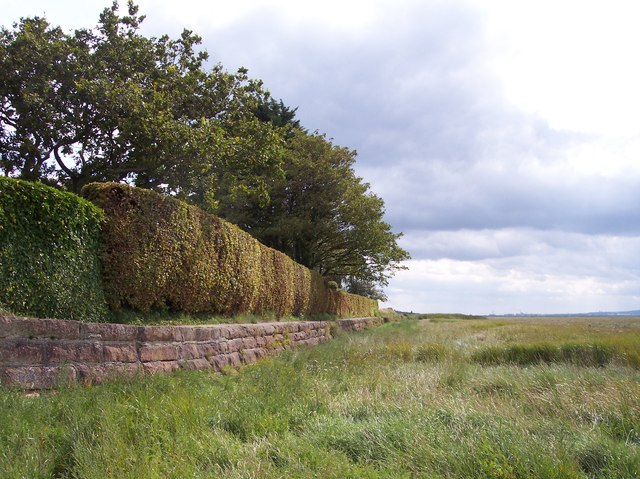 The coastal footpath to Parkgate along the sea wall at Gayton