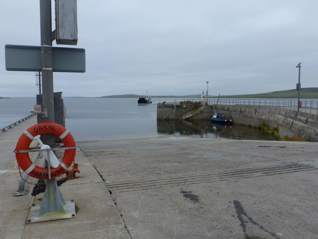 Egilsay: ferry arriving