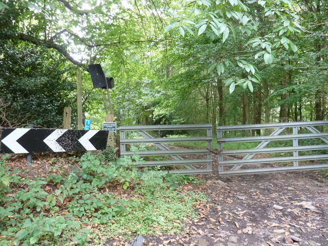 Gates at the northern end of footpath 1144