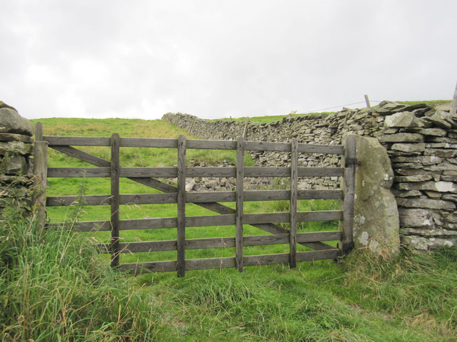 Field gate alongside Goat Lane