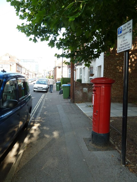 Postbox in Clovelly Road
