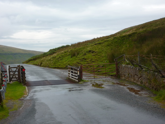 Cattle grid on Cliff Gate Road