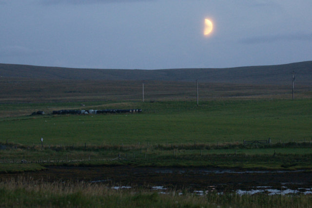 Moon setting over the Houb, Baltasound