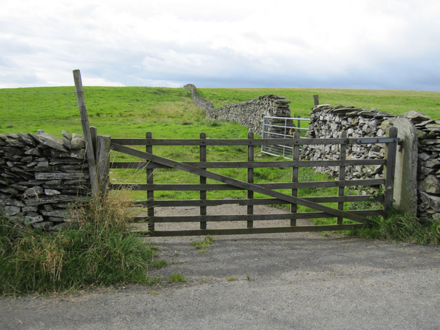 Field gate and stone wall off Goat Lane