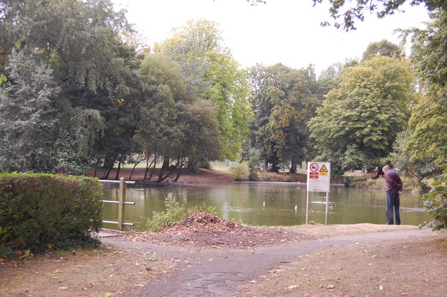 Pond by Shenley Fields Road