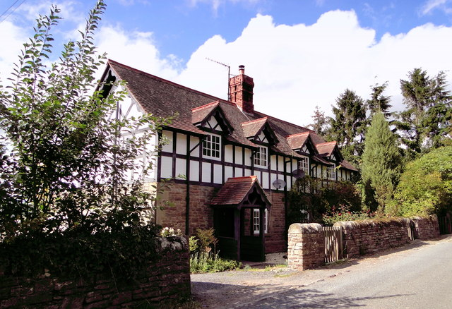 Court Farm Cottages, Mansell Gamage