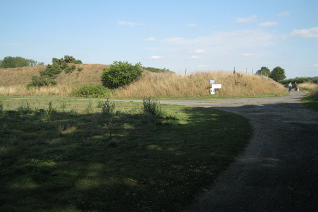 Bund near the site of Mercote Hall