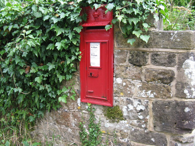 Wall mounted Edward VII postbox on boundary wall of cottage in Chithurst