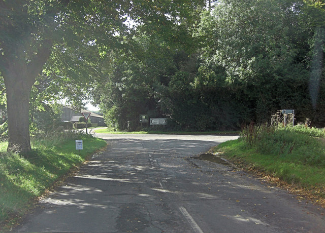 B4009 junction with Dog Lane