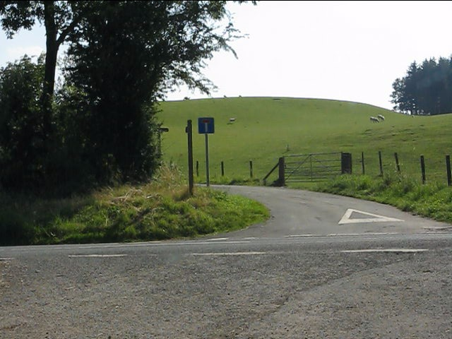 Access road to Elvine's Farm from the B4355
