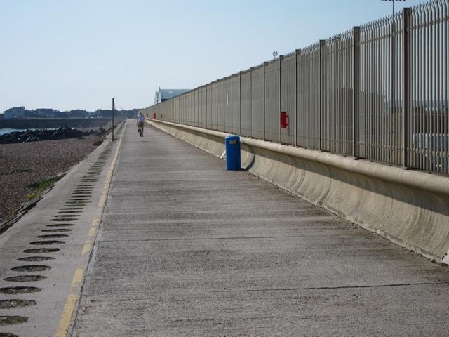 Promenade to harbour entrance