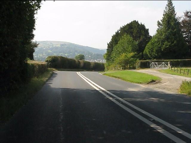 A44 begins the descent to Kington