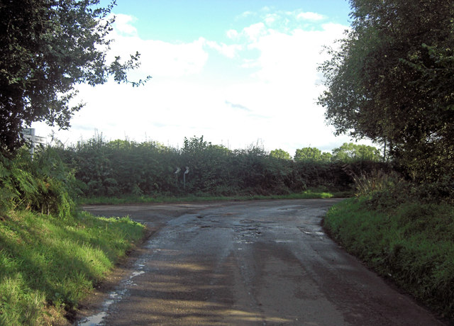 Lane junction north of Broom Wood, Upper Basildon
