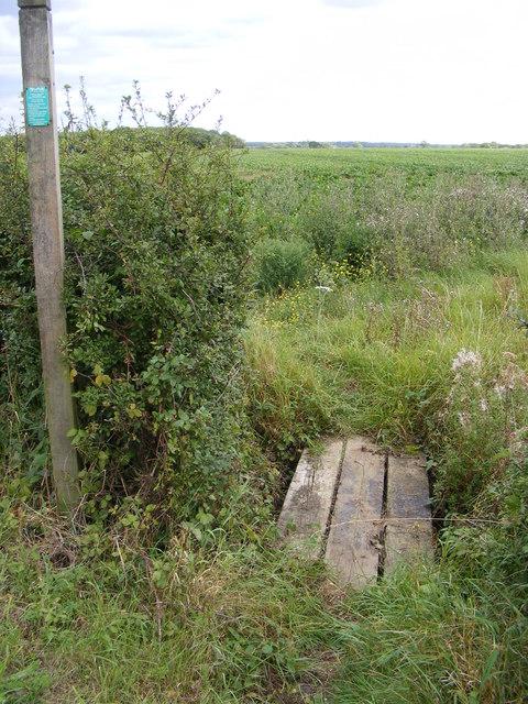 Footbridge of the footpath to Sandy Lane