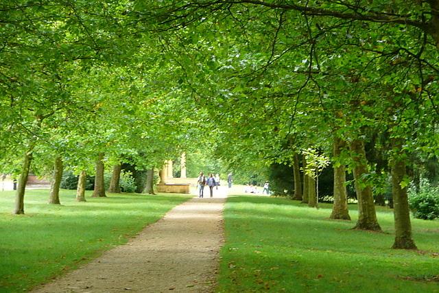 Stowe Park, Queen's Avenue