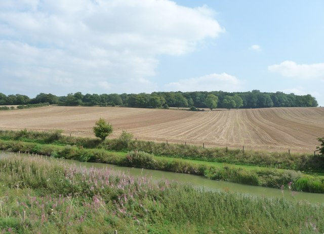 Kennet : Canal & Ploughed Field