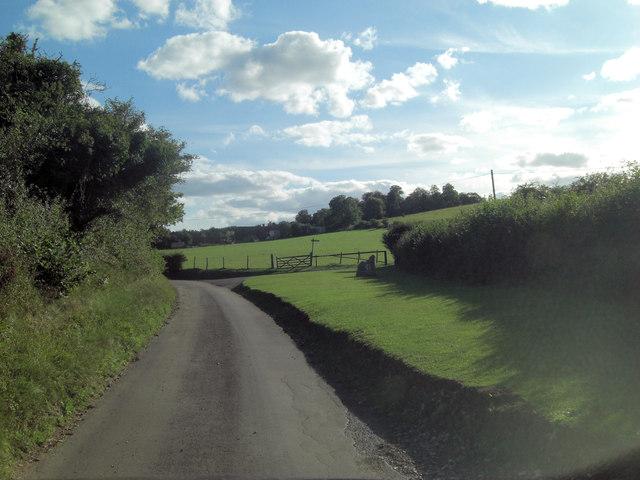 Hook End Lane approaching entrance to Tomb Farm