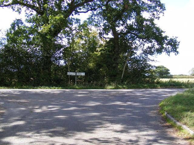 Road junction at Chapel Road junction