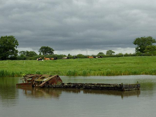 Sunken narrowboat in Billinge Green Flash, Cheshire