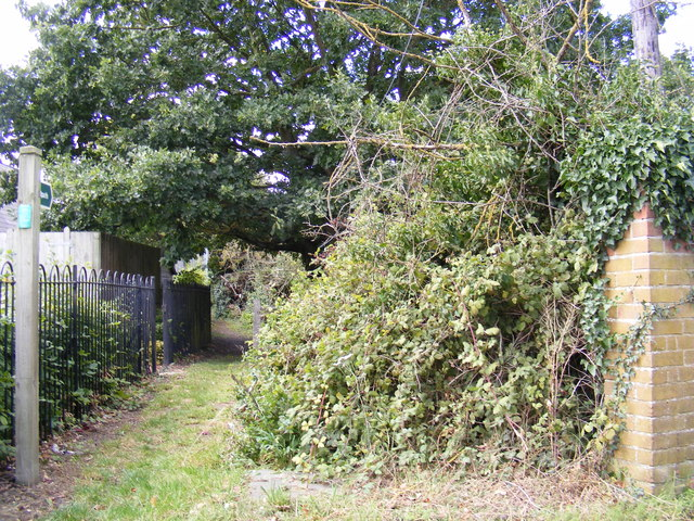Footpath to the B1079 Helmingham Road