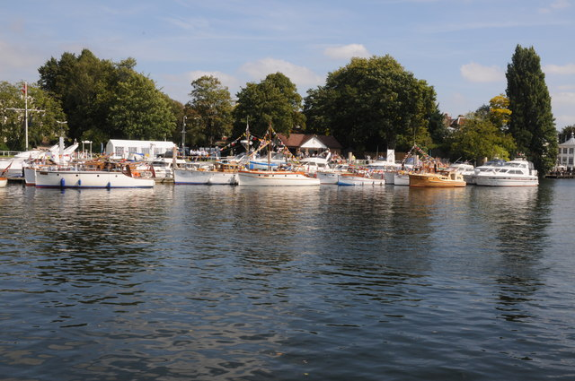 Moorings near Hampton Court Bridge