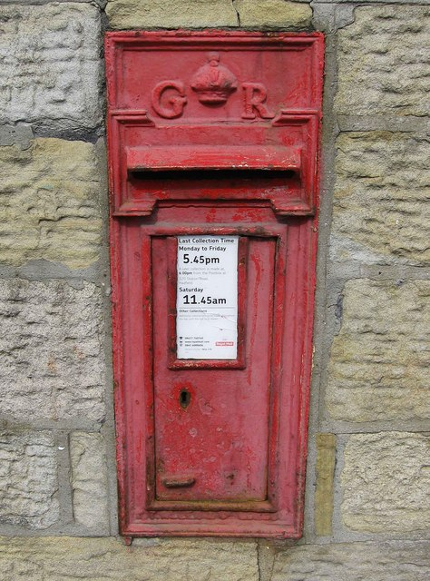 George V wall-mounted postbox, Station Road, Hadfield