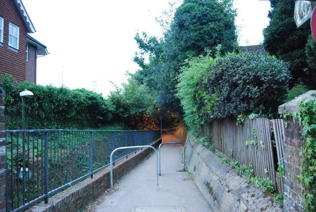 Footpath off North St