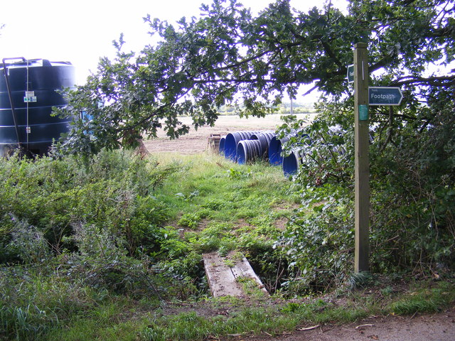 Footpath to the Byway to the B1079 Helmingham Road
