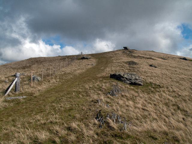 Ridge rising to summit of Moel Cynghorion