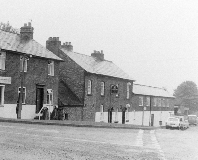 The Boat & Railway Pub, Shaw Lane, 1983